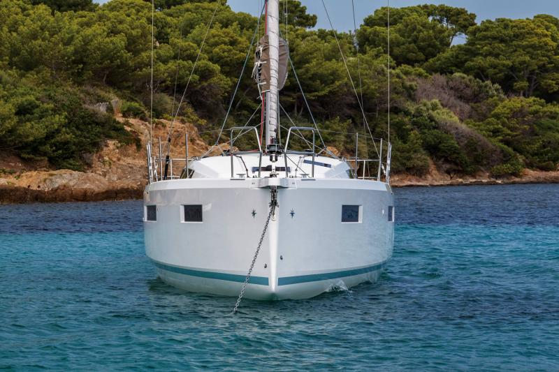 Sun Odyssey 410 │ Sun Odyssey Walk-Around of 12m │ Boat Sailboat Jeanneau 2-Anchoring 14042