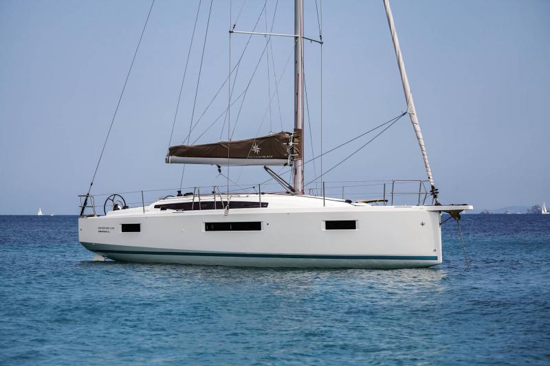 Sun Odyssey 410 │ Sun Odyssey Walk-Around of 12m │ Boat Sailboat Jeanneau 2-Anchoring 14041
