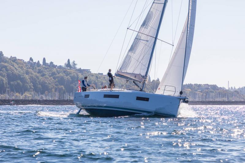 Sun Odyssey 440 │ Sun Odyssey Walk-Around of 13m │ Boat Sailboat Jeanneau 1-Navigation 15210