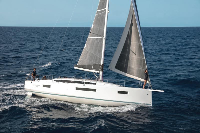 Sun Odyssey 410 │ Sun Odyssey Walk-Around of 12m │ Boat Sailboat Jeanneau 1-Navigation 14027