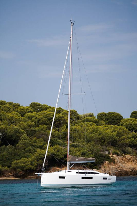 Sun Odyssey 410 │ Sun Odyssey Walk-Around of 12m │ Boat Sailboat Jeanneau 2-Anchoring 14044