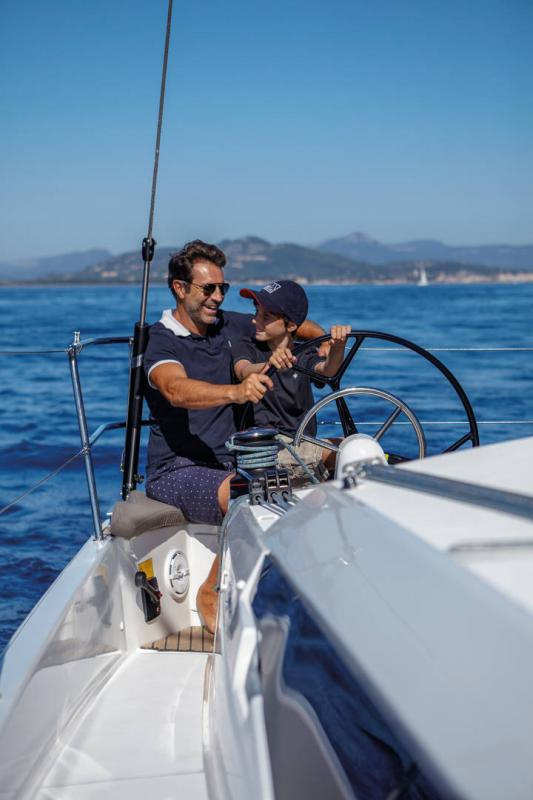 Sun Odyssey 410 │ Sun Odyssey Walk-Around of 12m │ Boat Sailboat Jeanneau 3-Lifestyle 14043