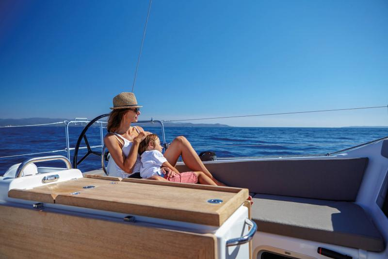 Sun Odyssey 410 │ Sun Odyssey Walk-Around of 12m │ Boat Sailboat Jeanneau SunBath 14045
