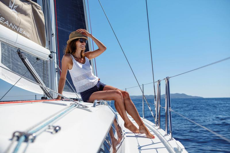 Sun Odyssey 410 │ Sun Odyssey Walk-Around of 12m │ Boat Sailboat Jeanneau 3-Lifestyle 14051