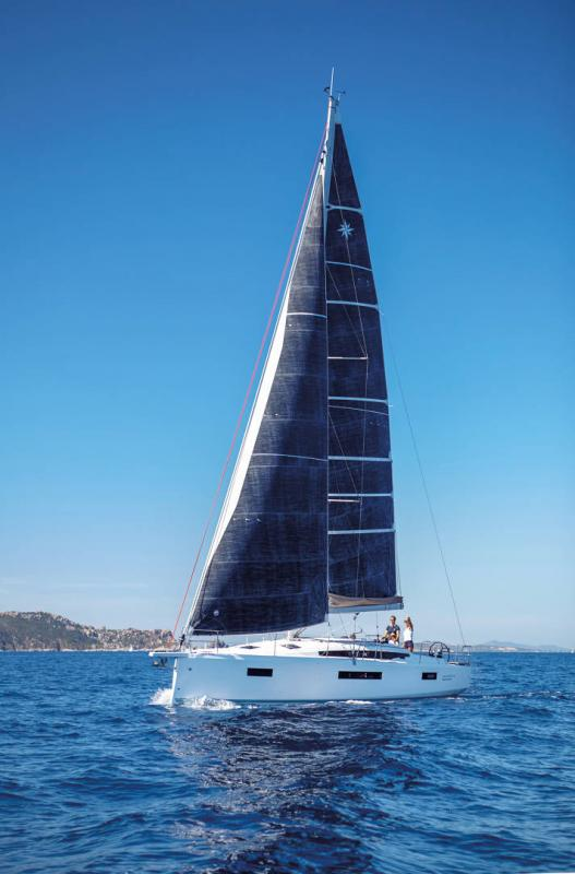 Sun Odyssey 410 │ Sun Odyssey Walk-Around of 12m │ Boat Sailboat Jeanneau 3-Lifestyle 14052