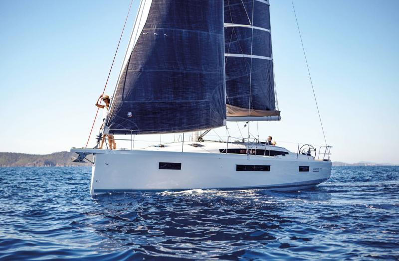 Sun Odyssey 410 │ Sun Odyssey Walk-Around of 12m │ Boat Sailboat Jeanneau 3-Lifestyle 14053