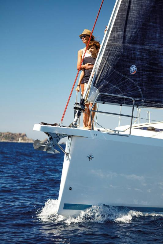 Sun Odyssey 410 │ Sun Odyssey Walk-Around of 12m │ Boat Sailboat Jeanneau 3-Lifestyle 14055