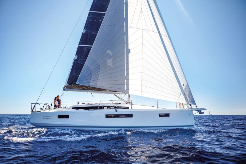 Sun Odyssey 410 │ Sun Odyssey Walk-Around of 12m │ Boat Sailboat Jeanneau 3-Lifestyle 14057