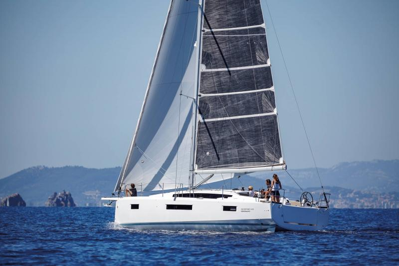 Sun Odyssey 410 │ Sun Odyssey Walk-Around of 12m │ Boat Sailboat Jeanneau 1-Navigation 14028