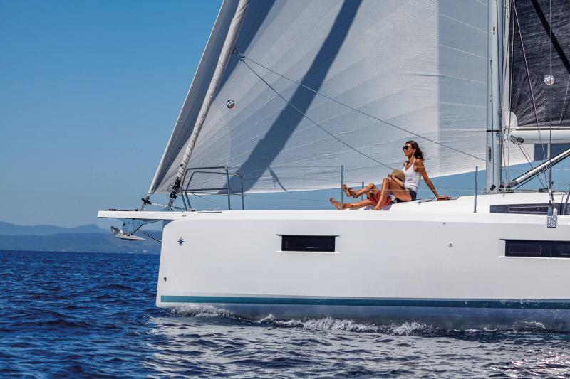 Sun Odyssey 410 │ Sun Odyssey Walk-Around of 12m │ Boat Sailboat Jeanneau 1-Navigation 14031