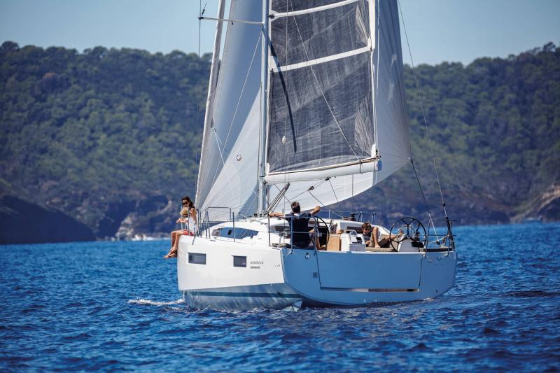 Sun Odyssey 410 │ Sun Odyssey Walk-Around of 12m │ Boat Sailboat Jeanneau 1-Navigation 14032