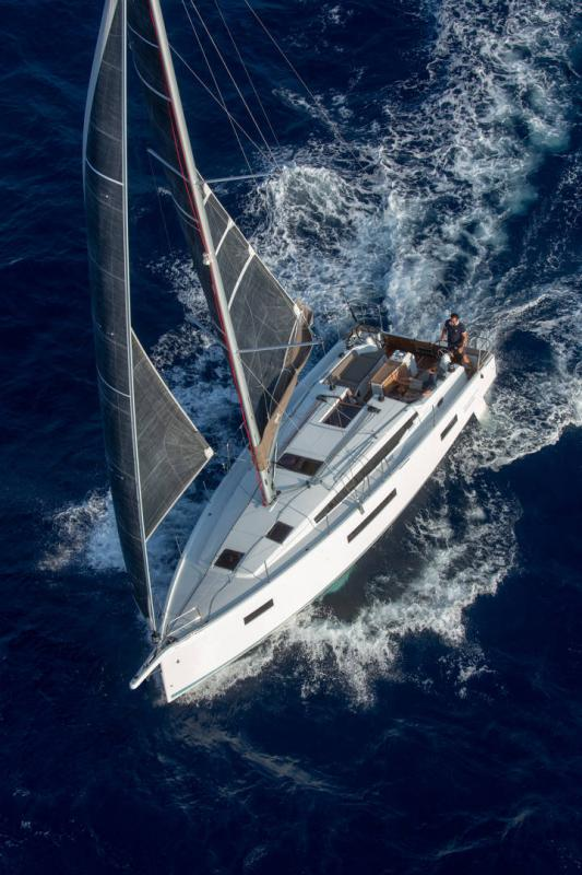 Sun Odyssey 410 │ Sun Odyssey Walk-Around of 12m │ Boat Sailboat Jeanneau 1-Navigation 14147