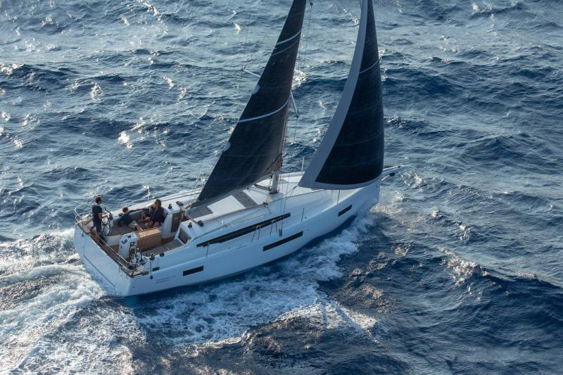 Sun Odyssey 410 │ Sun Odyssey Walk-Around of 12m │ Boat Sailboat Jeanneau 1-Navigation 14151