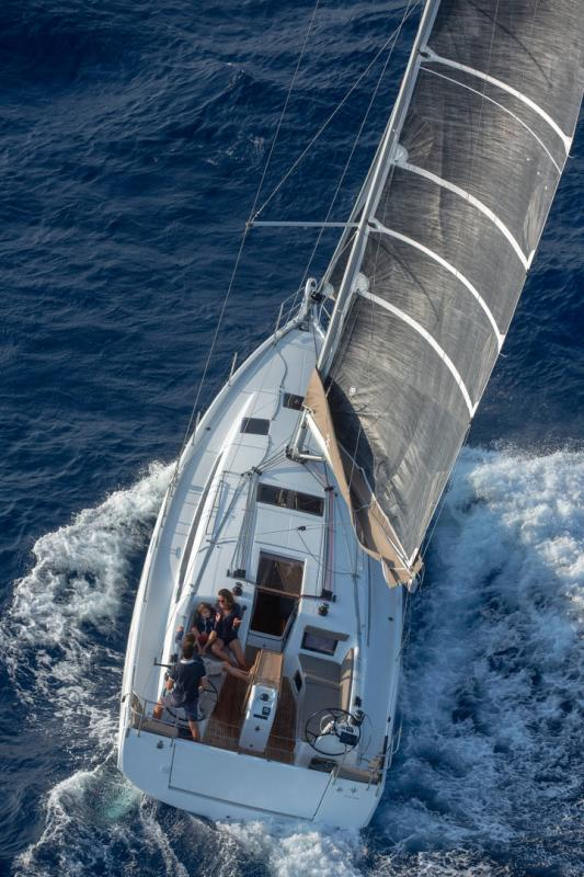 Sun Odyssey 410 │ Sun Odyssey Walk-Around of 12m │ Boat Sailboat Jeanneau 1-Navigation 14148