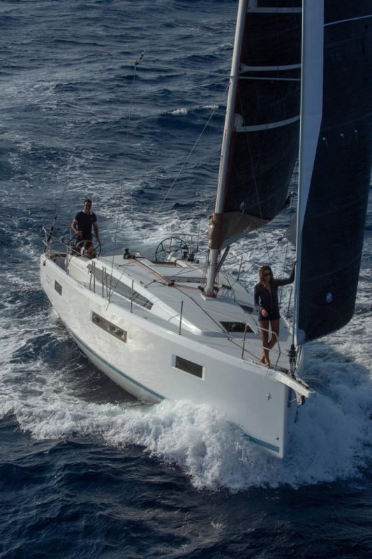 Sun Odyssey 410 │ Sun Odyssey Walk-Around of 12m │ Boat Sailboat Jeanneau 1-Navigation 14149