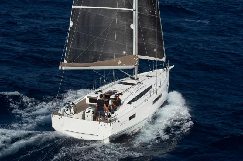 Sun Odyssey 410 │ Sun Odyssey Walk-Around of 12m │ Boat Sailboat Jeanneau 1-Navigation 14155