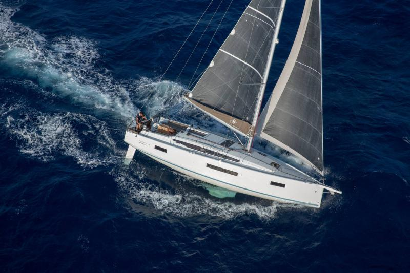 Sun Odyssey 410 │ Sun Odyssey Walk-Around of 12m │ Boat Sailboat Jeanneau 1-Navigation 14152