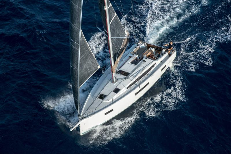 Sun Odyssey 410 │ Sun Odyssey Walk-Around of 12m │ Boat Sailboat Jeanneau 1-Navigation 14153