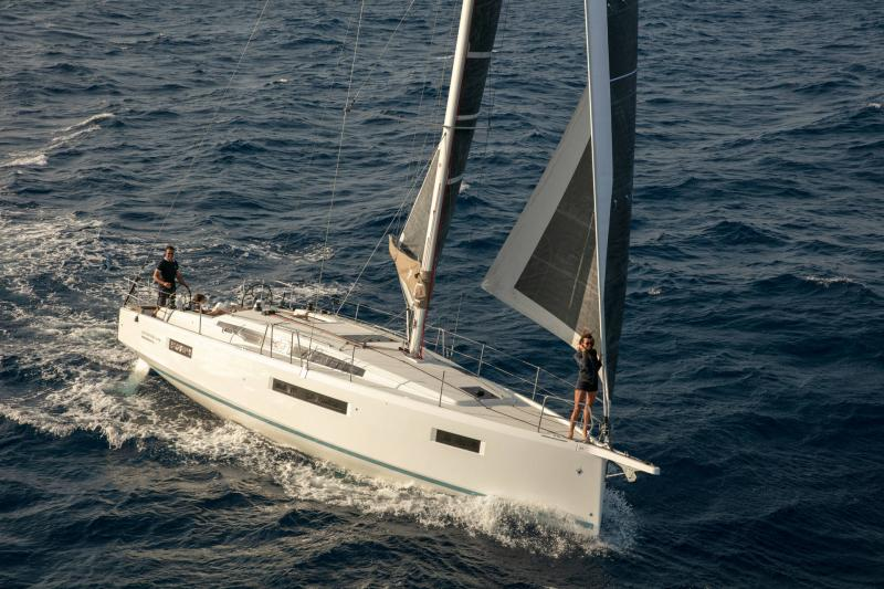 Sun Odyssey 410 │ Sun Odyssey Walk-Around of 12m │ Boat Sailboat Jeanneau 1-Navigation 14154