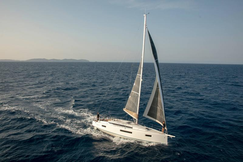 Sun Odyssey 410 │ Sun Odyssey Walk-Around of 12m │ Boat Sailboat Jeanneau 1-Navigation 14163