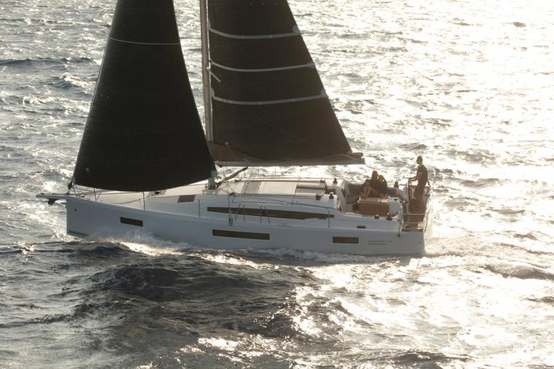 Sun Odyssey 410 │ Sun Odyssey Walk-Around of 12m │ Boat Sailboat Jeanneau 1-Navigation 14162