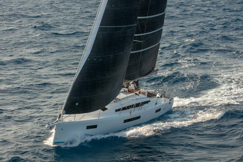Sun Odyssey 410 │ Sun Odyssey Walk-Around of 12m │ Boat Sailboat Jeanneau 1-Navigation 14160