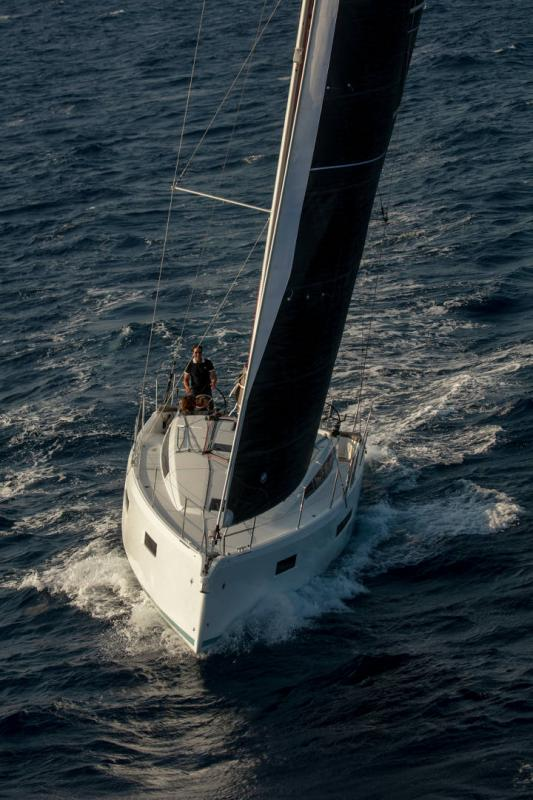 Sun Odyssey 410 │ Sun Odyssey Walk-Around of 12m │ Boat Sailboat Jeanneau 1-Navigation 14158