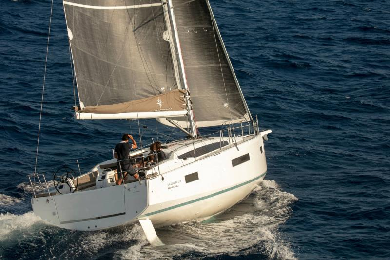 Sun Odyssey 410 │ Sun Odyssey Walk-Around of 12m │ Boat Sailboat Jeanneau 1-Navigation 14159