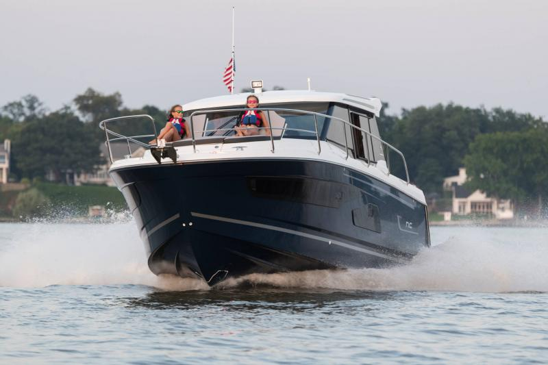 NC 1095 │ NC of 11m │ Boat Outboard Jeanneau  15325