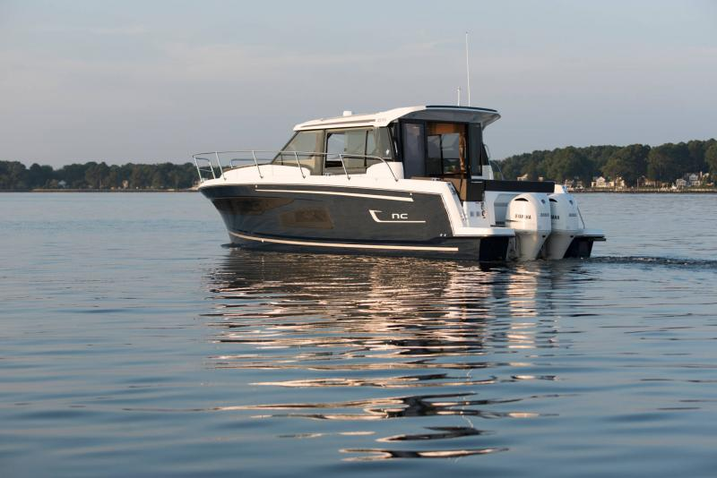 NC 1095 │ NC of 11m │ Boat Outboard Jeanneau  15322