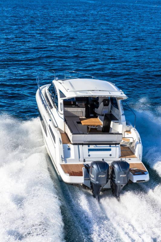 Leader 33 │ Leader de 11m │ Bateaux In Bord Jeanneau Version Hors-Bord 16700