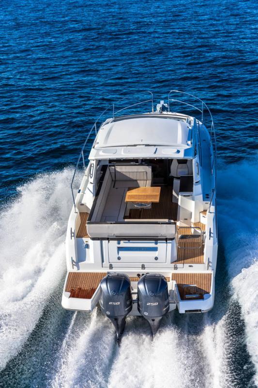 Leader 33 │ Leader de 11m │ Bateaux In Bord Jeanneau Version Hors-Bord 16701