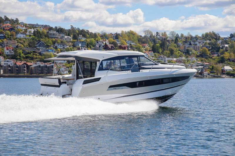 NC 37 │ NC of 11m │ Boat Inboard Jeanneau  15832