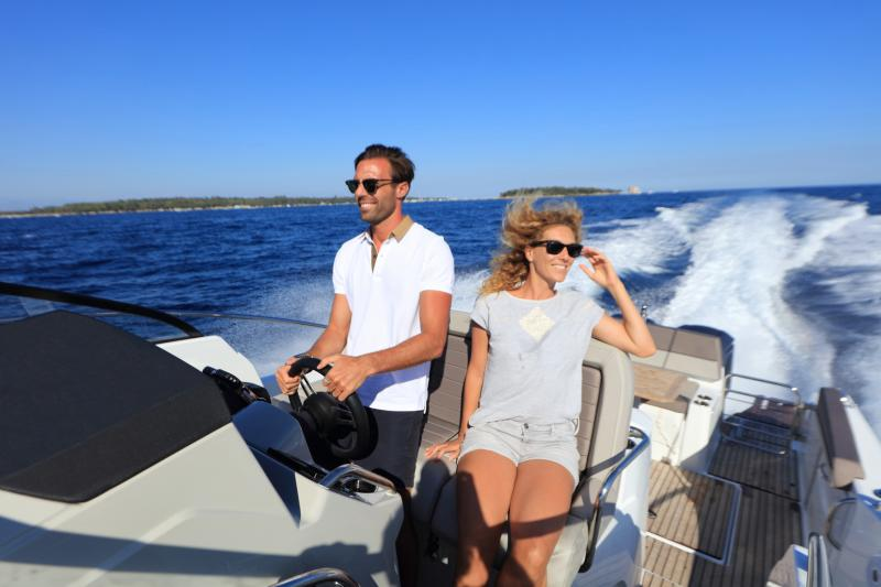 Cap Camarat 10.5 WA │ Cap Camarat Walk Around of 11m │ Boat Outboard Jeanneau  4289