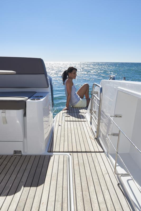 Cap Camarat 10.5 WA │ Cap Camarat Walk Around of 11m │ Boat Outboard Jeanneau  1678