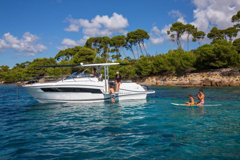 Leader 10.5 Series 2 │ Leader WA of 11m │ Boat powerboat Jeanneau  22041
