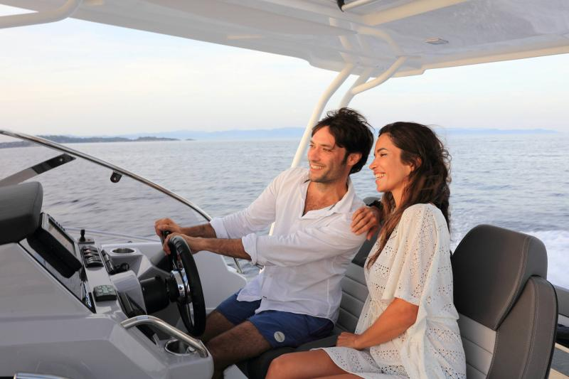 Cap Camarat 9.0 WA │ Cap Camarat Walk Around de 9m │ Bateaux powerboat Jeanneau 3-Lifestyle 17312