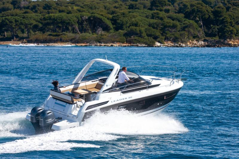 Leader 30 │ Leader of 9m │ Boat powerboat Jeanneau Outboard version 18163