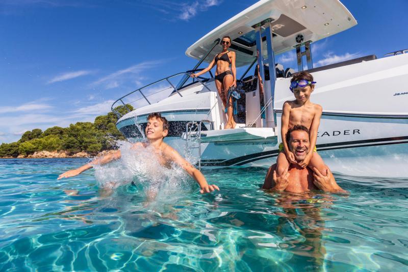 Leader 10.5 Series 2 │ Leader WA of 11m │ Boat powerboat Jeanneau  22301