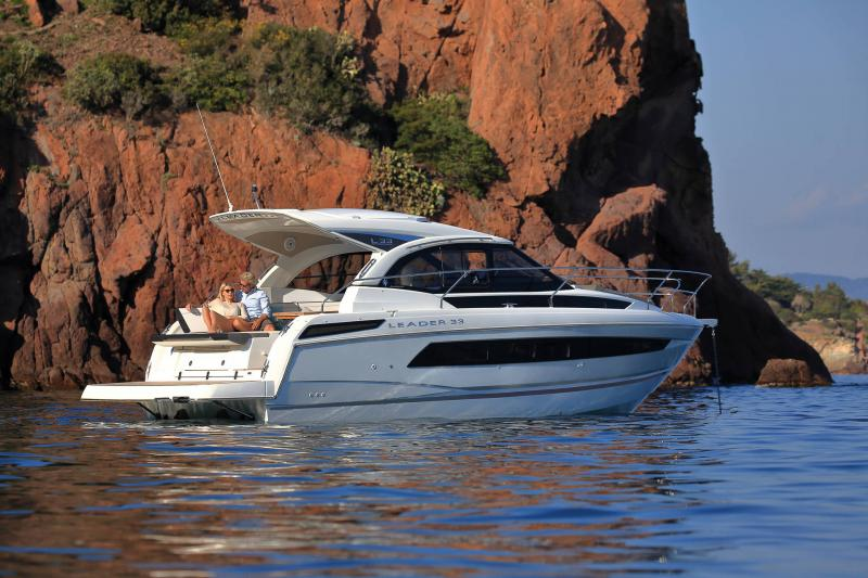 Leader 33 │ Leader of 11m │ Boat powerboat Jeanneau  18295