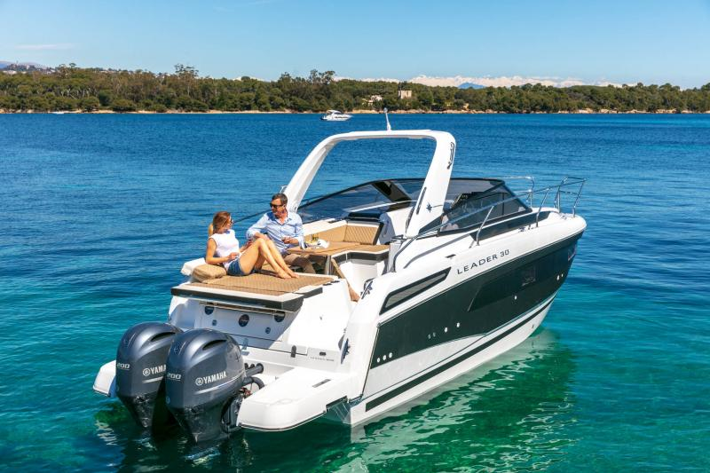 Leader 30 │ Leader of 9m │ Boat powerboat Jeanneau Outboard version 18171