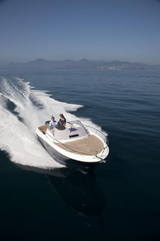 Cap Camarat 8.5 WA │ Cap Camarat Walk Around of 8m │ Boat powerboat Jeanneau  262