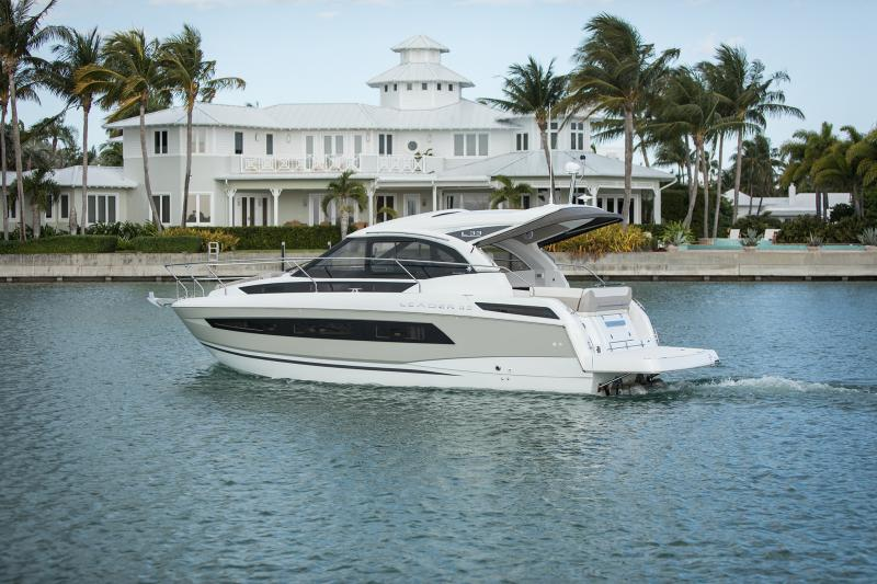 Leader 33 Exterior Views 22