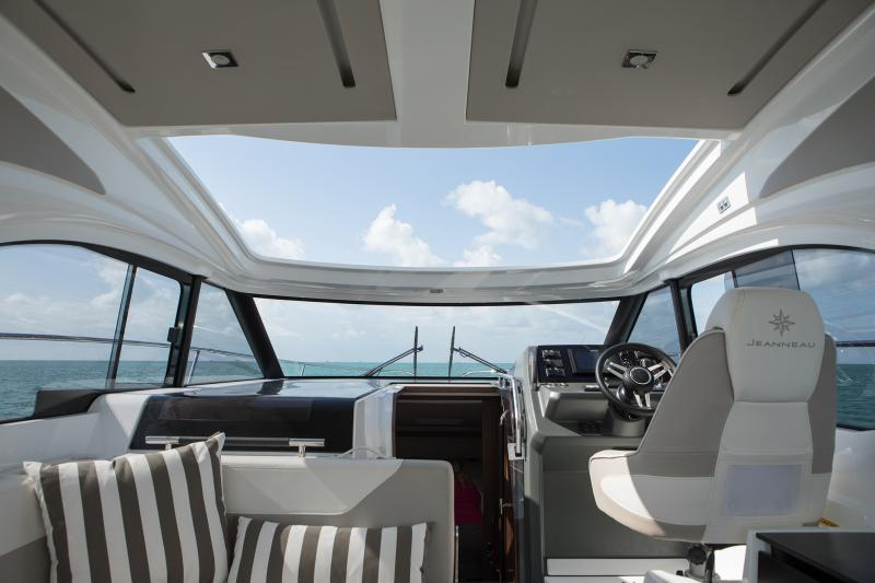 Leader 33 Exterior Views 18