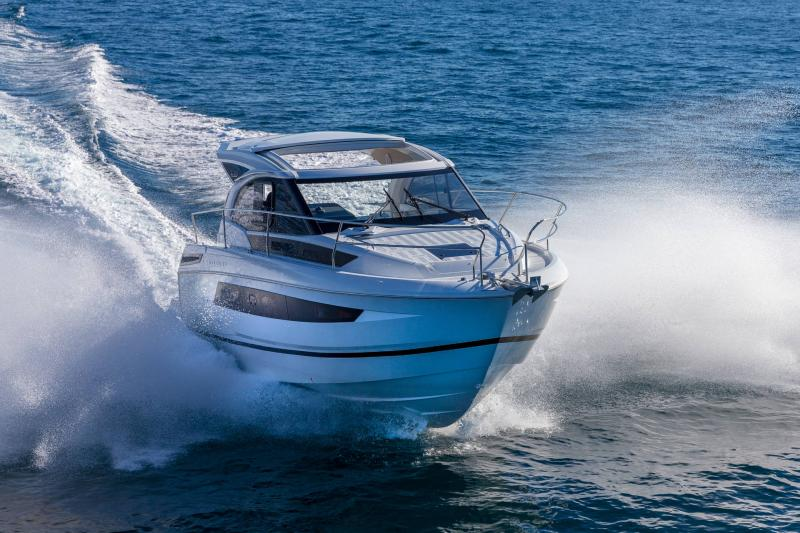 Leader 33 │ Leader of 11m │ Boat powerboat Jeanneau Outboard version 18274