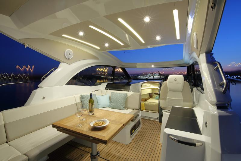 Leader 33 OB │ Leader of 11m │ Boat Inboard Jeanneau Galley sink with water, gas box, and optional fridge 4787