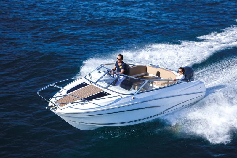 Cap Camarat 6.5 DC │ Cap Camarat Day Cruiser de 6m │ Bateaux powerboat Jeanneau  11110