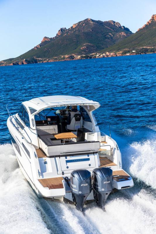 Leader 33 │ Leader of 11m │ Boat Inboard Jeanneau Outboard version 18269