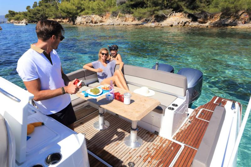 Cap Camarat 10.5 WA │ Cap Camarat Walk Around of 11m │ Boat Outboard Jeanneau  17135
