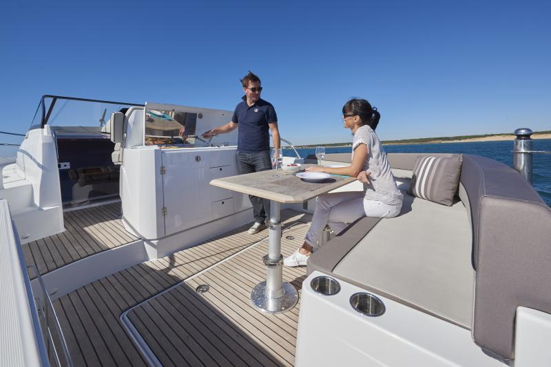 Cap Camarat 10.5 WA │ Cap Camarat Walk Around of 11m │ Boat Outboard Jeanneau  1680